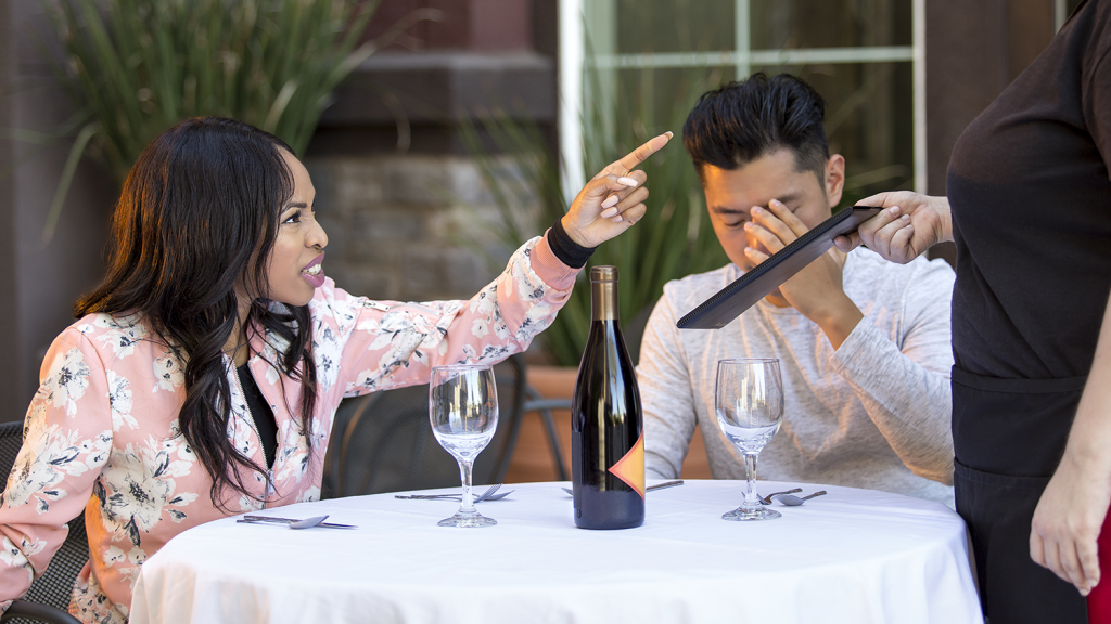 How to Handle a Negative Restaurant Review that Involves Your Employee