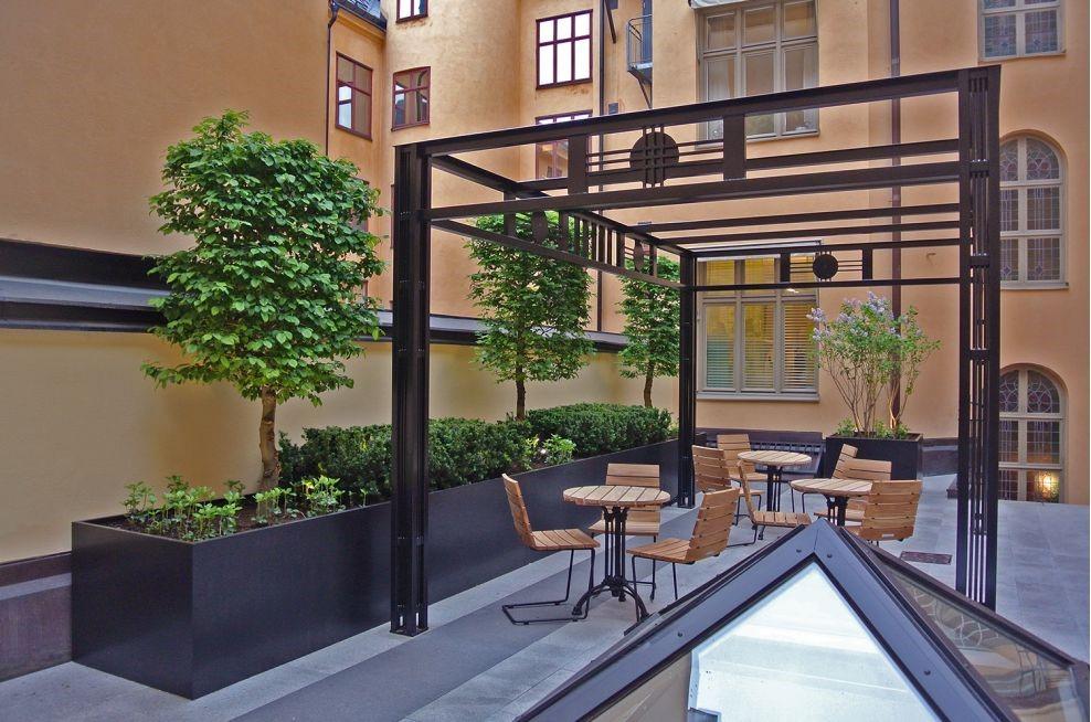 Restaurant outdoor seating plants