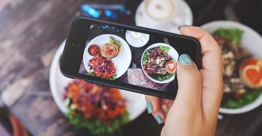 Restaurant food framed in a smart phone